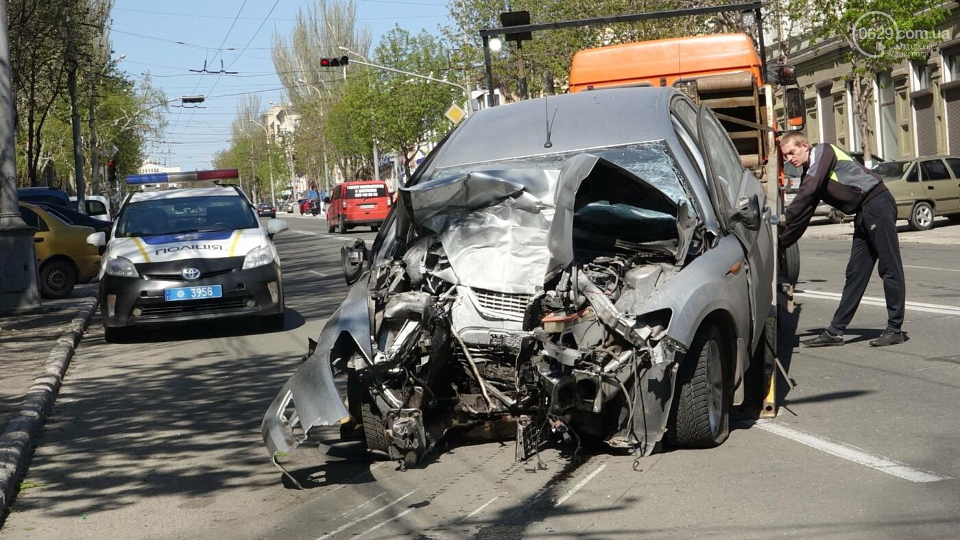 В Мариуполе «Форд» врезался в столб. Водитель погиб, - ФОТО, ВИДЕО, 18+, фото-24