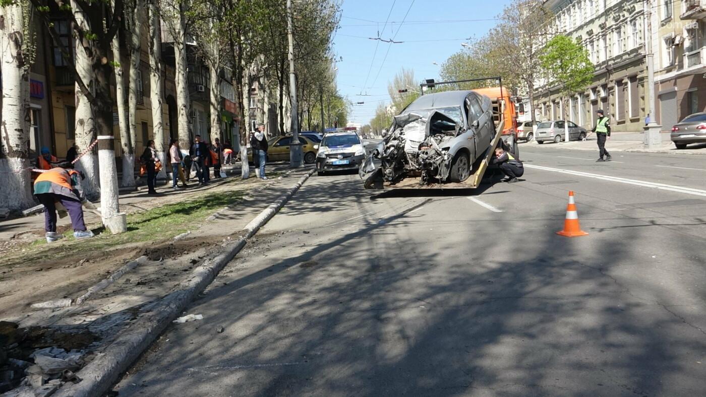 В Мариуполе «Форд» врезался в столб. Водитель погиб, - ФОТО, ВИДЕО, 18+, фото-26