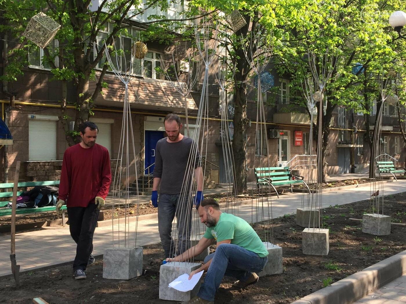 В Мариуполе «высадили» металлические деревья,- ФОТО, ВИДЕО, фото-1