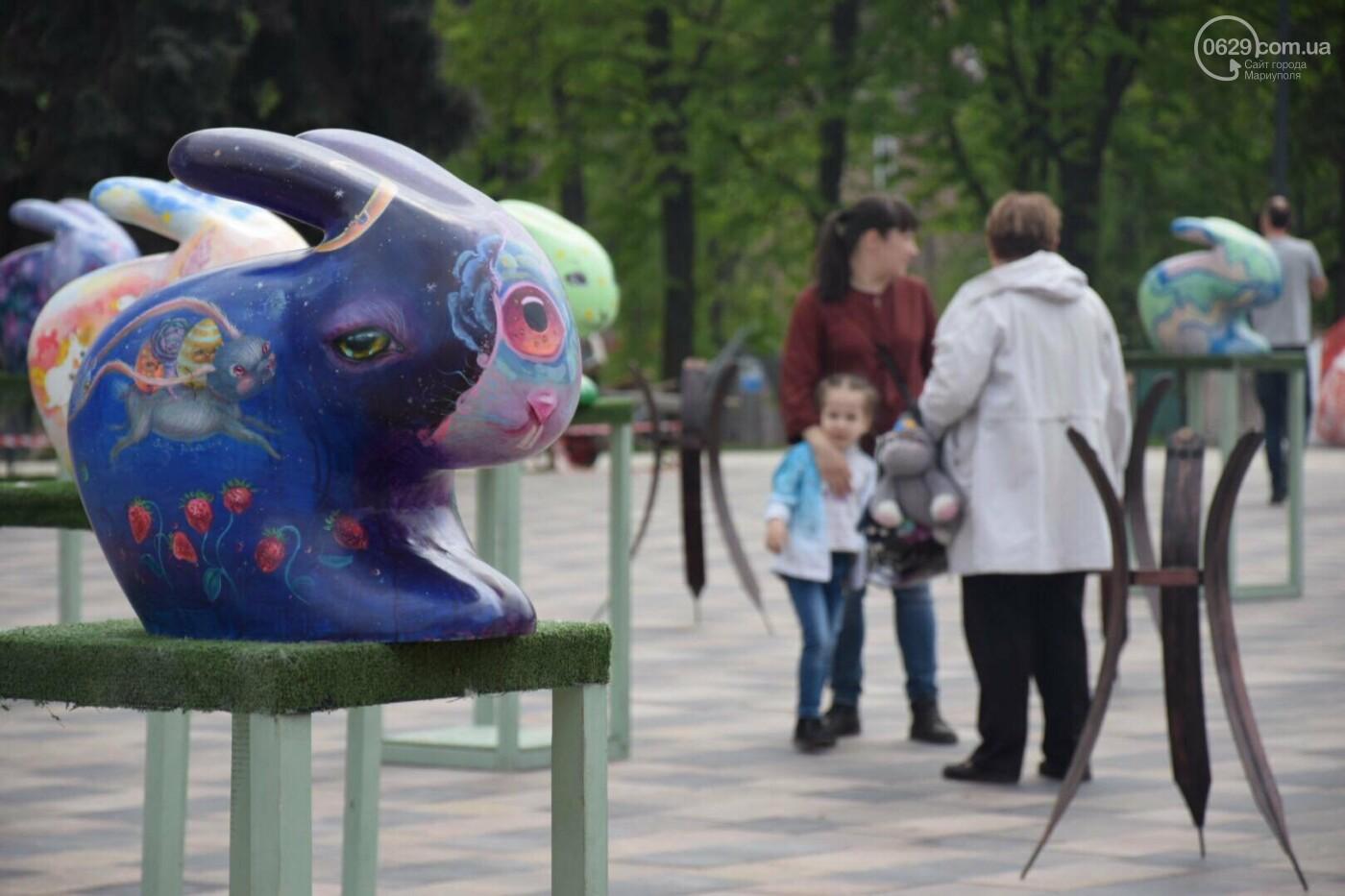 В Мариуполе на Театральной площади появились огромные кролики и полутораметровые писанки, - ФОТОРЕПОРТАЖ, фото-5