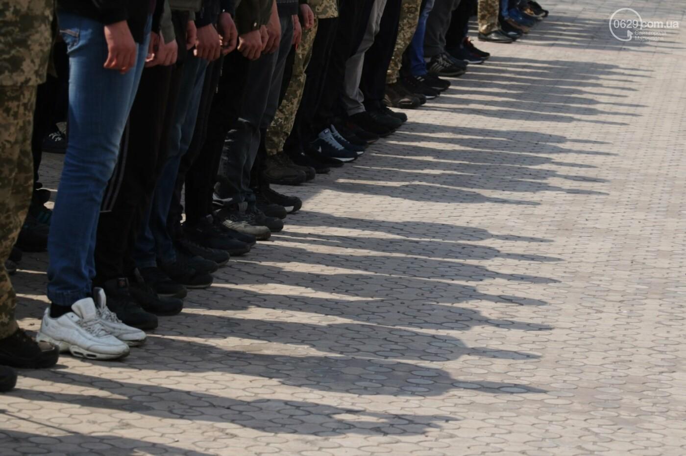 18 фотографий о том, как в Мариуполе призывников провожали, - ФОТО, фото-3