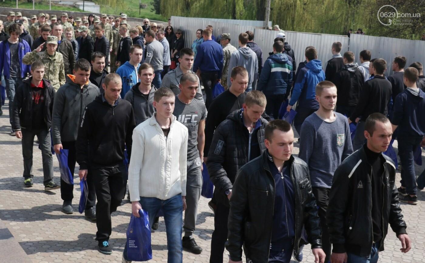 18 фотографий о том, как в Мариуполе призывников провожали, - ФОТО, фото-11