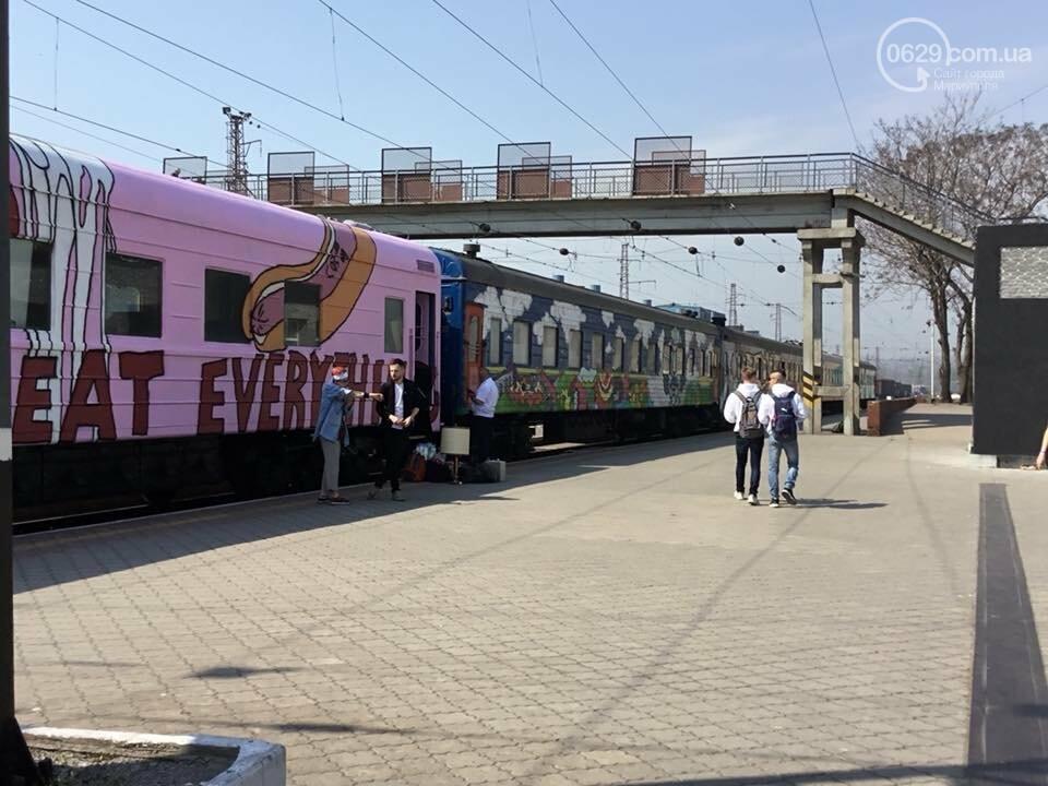 """В Мариуполе  встречали  первый творческий поезд """"Гогольtrain"""",- ФОТО, ВИДЕО, фото-2"""