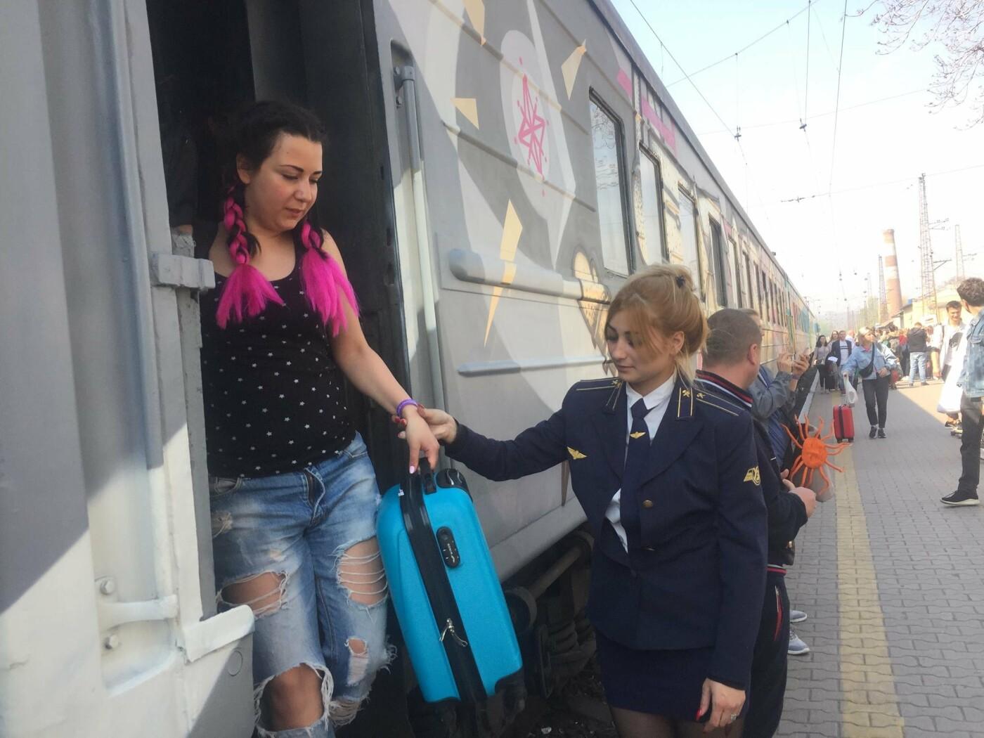 """В Мариуполе  встречали  первый творческий поезд """"Гогольtrain"""",- ФОТО, ВИДЕО, фото-1"""