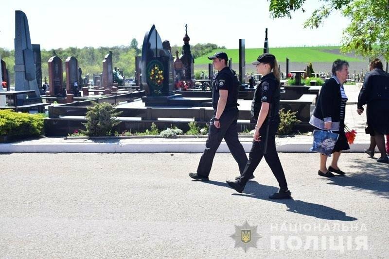 Что происходит на кладбищах в поминальные дни,- ФОТО, фото-1