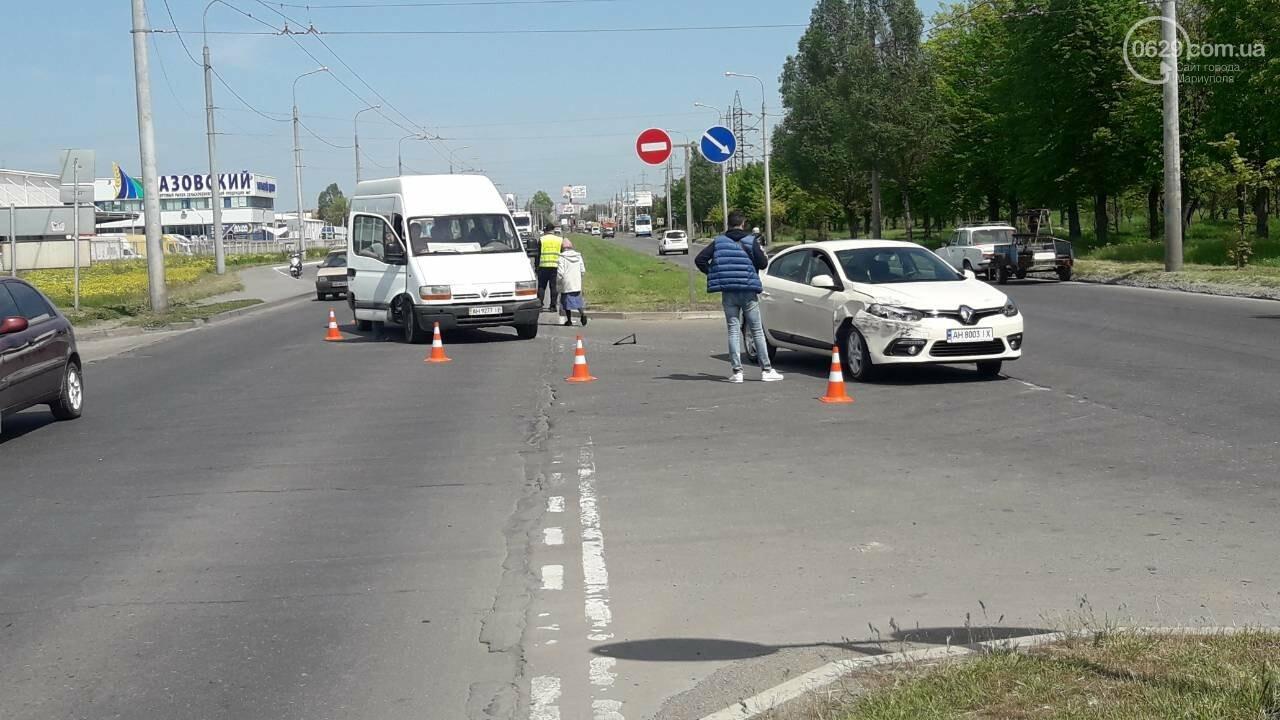 "В Мариуполе столкнулись два ""Рено"", - ФОТО, фото-5"