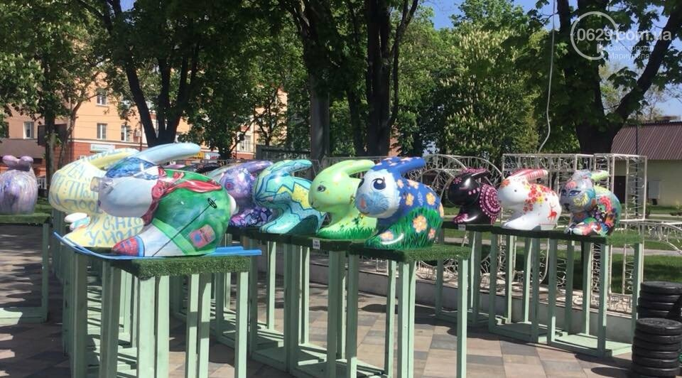 В Мариуполе с Театральной площади исчезли яйца и кролики, - ФОТО, ВИДЕО, фото-1