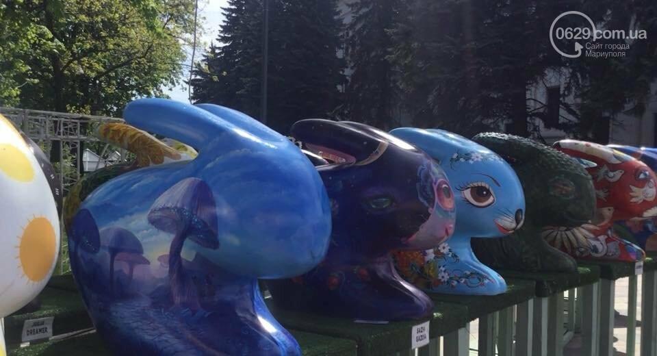 В Мариуполе с Театральной площади исчезли яйца и кролики, - ФОТО, ВИДЕО, фото-2