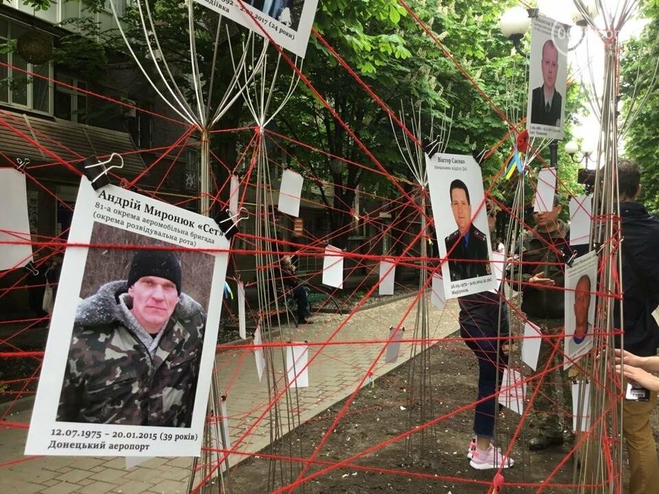 В Мариуполе накануне 9 мая появилась инсталляция с фотографиями погибших в войне с Россией, - ФОТО, ВИДЕО, фото-4