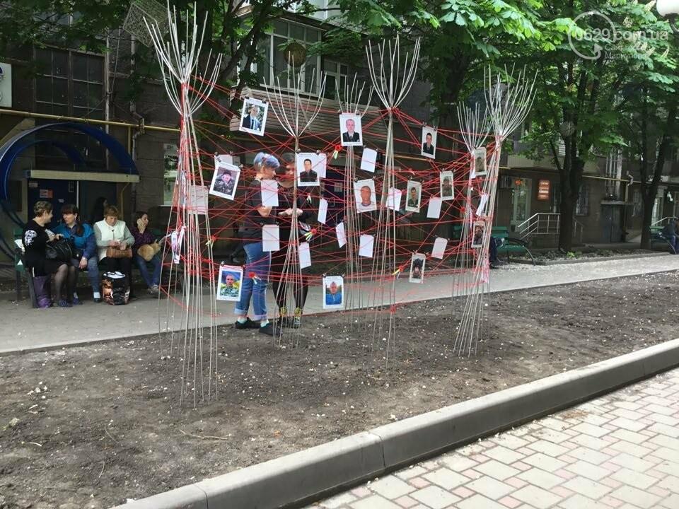 В Мариуполе накануне 9 мая появилась инсталляция с фотографиями погибших в войне с Россией, - ФОТО, ВИДЕО, фото-5