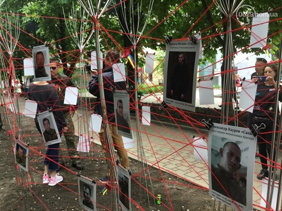 В Мариуполе накануне 9 мая появилась инсталляция с фотографиями погибших в войне с Россией, - ФОТО, ВИДЕО, фото-6
