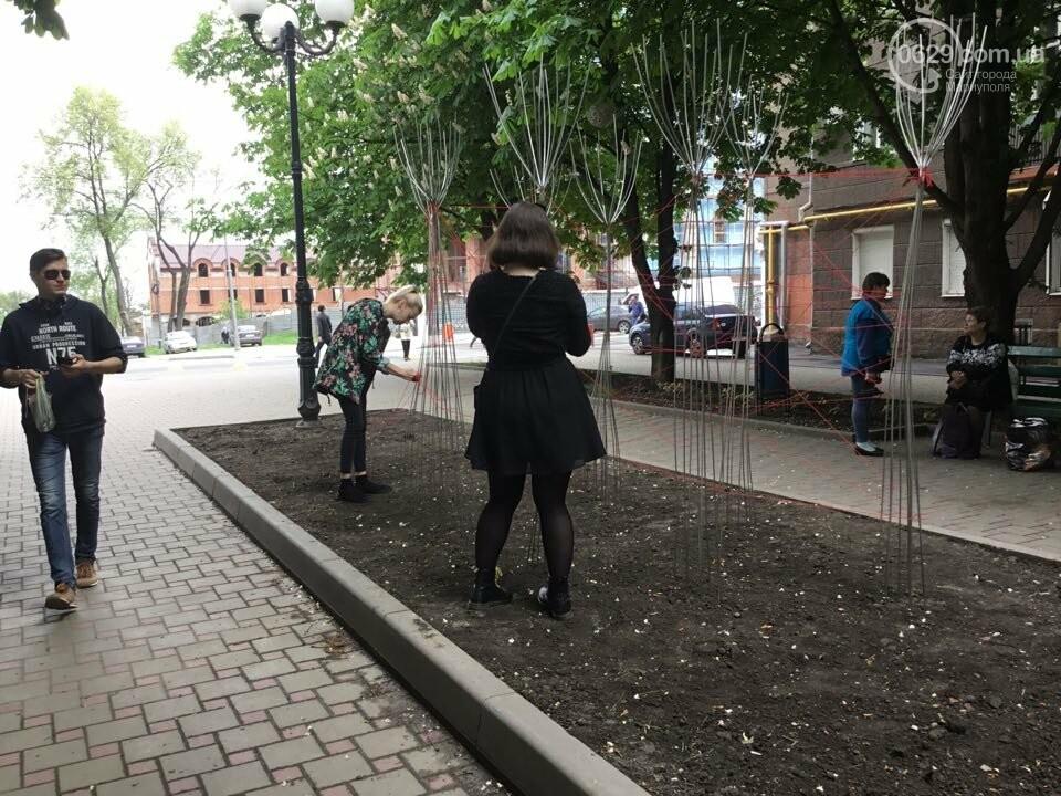 В Мариуполе накануне 9 мая появилась инсталляция с фотографиями погибших в войне с Россией, - ФОТО, ВИДЕО, фото-2