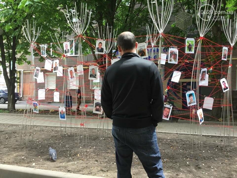 В Мариуполе накануне 9 мая появилась инсталляция с фотографиями погибших в войне с Россией, - ФОТО, ВИДЕО, фото-9