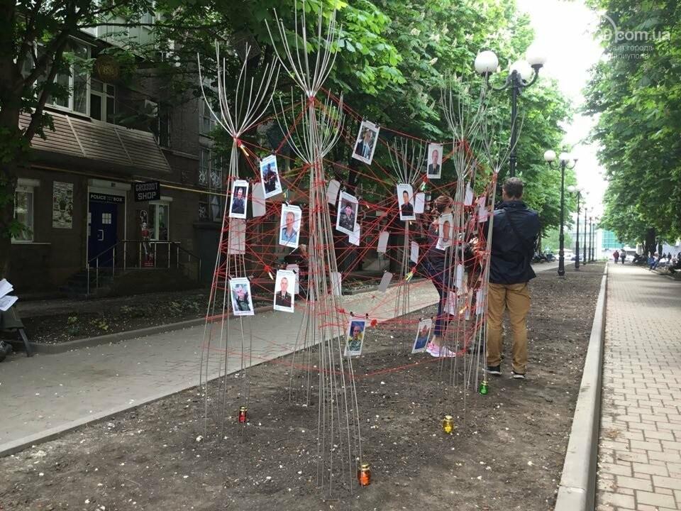В Мариуполе накануне 9 мая появилась инсталляция с фотографиями погибших в войне с Россией, - ФОТО, ВИДЕО, фото-11