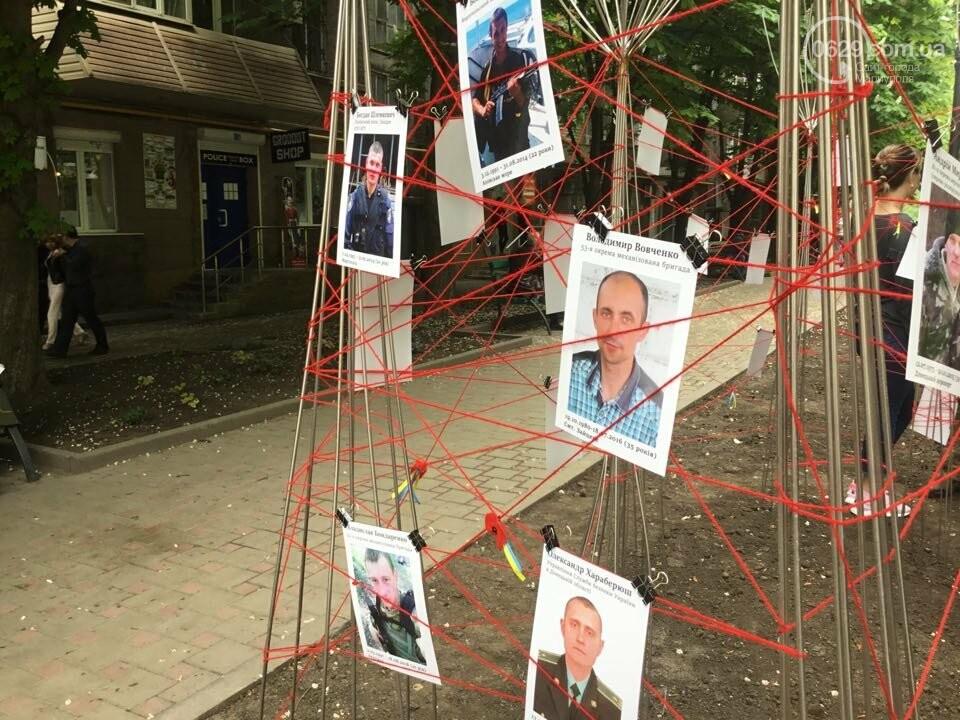 В Мариуполе накануне 9 мая появилась инсталляция с фотографиями погибших в войне с Россией, - ФОТО, ВИДЕО, фото-12