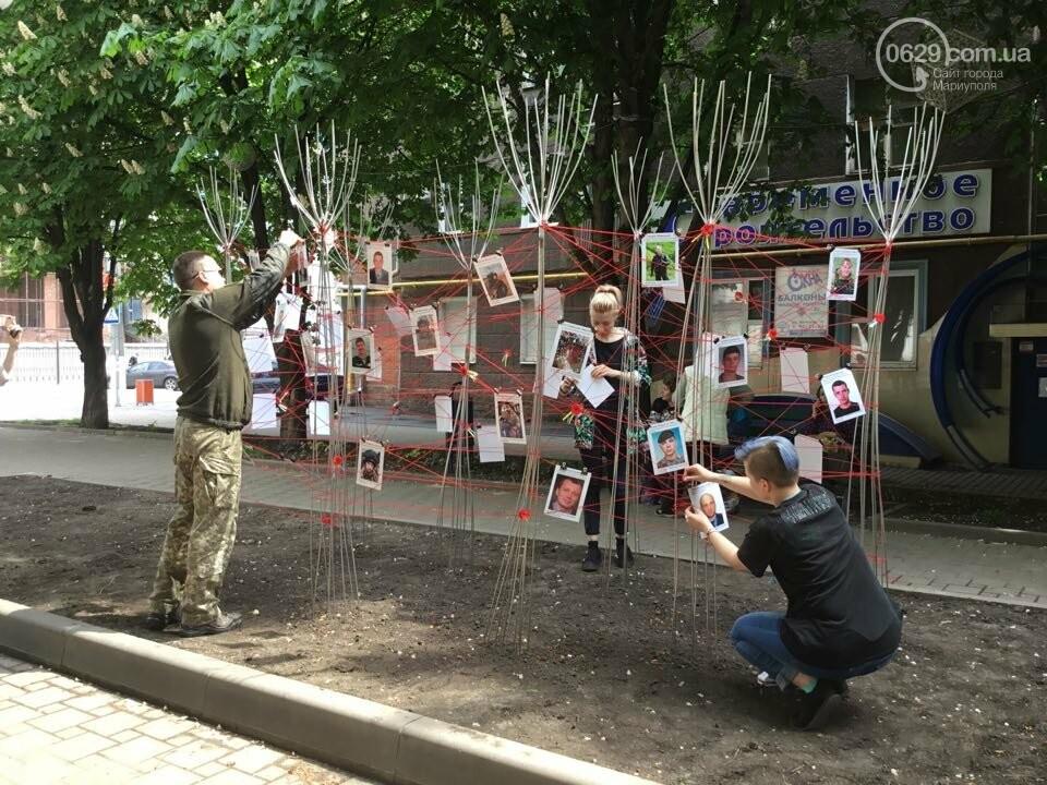 В Мариуполе накануне 9 мая появилась инсталляция с фотографиями погибших в войне с Россией, - ФОТО, ВИДЕО, фото-14