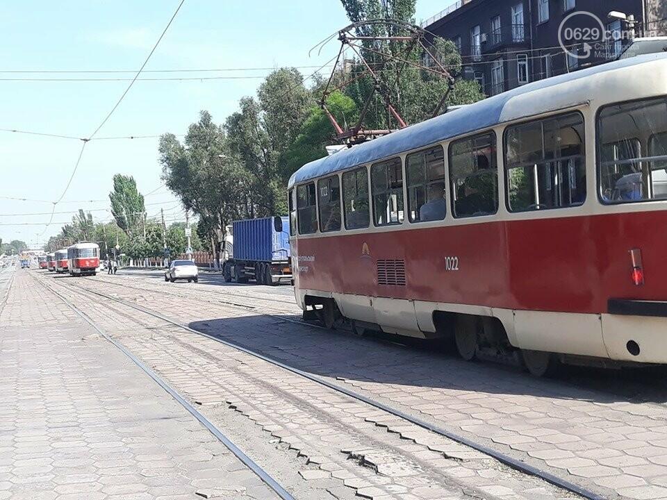 В Мариуполе на проспекте Никопольском стоят трамваи, - ФОТОФАКТ, фото-1