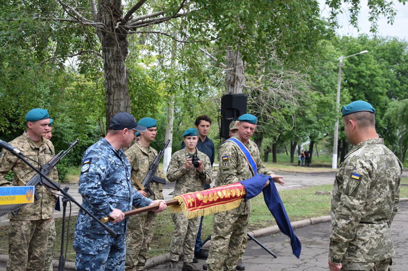 В Мариуполе морпехи присягнули на верность Украине и получили боевое знамя, - ФОТОРЕПОРТАЖ, фото-7