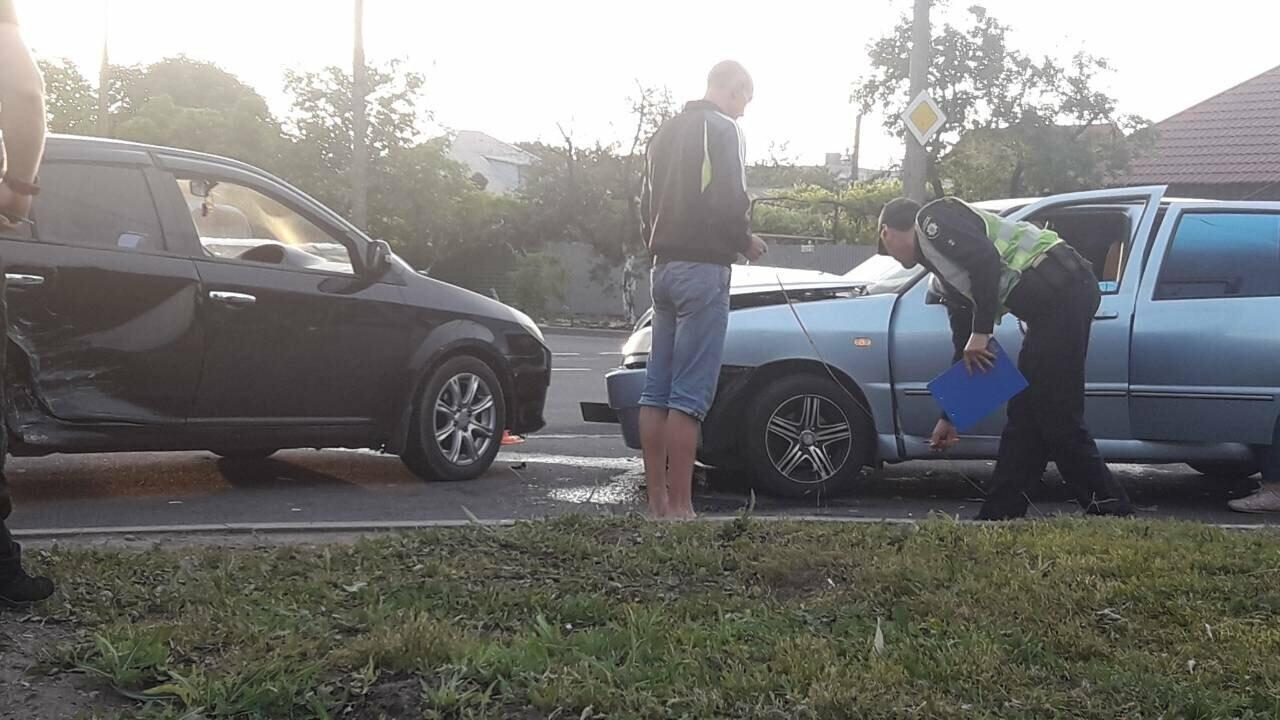 В Мариуполе на опасном перекрестке столкнулись легковые авто ,-ФОТО, фото-2