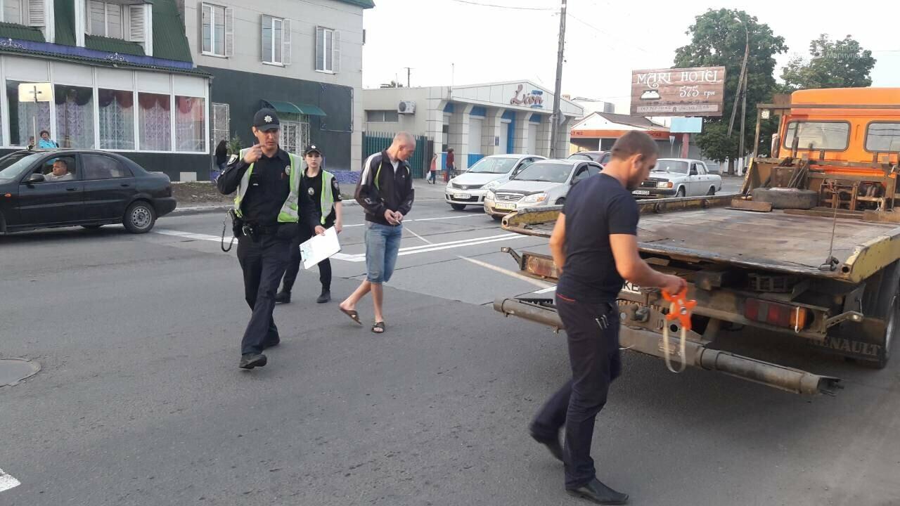 В Мариуполе на опасном перекрестке столкнулись легковые авто ,-ФОТО, фото-1
