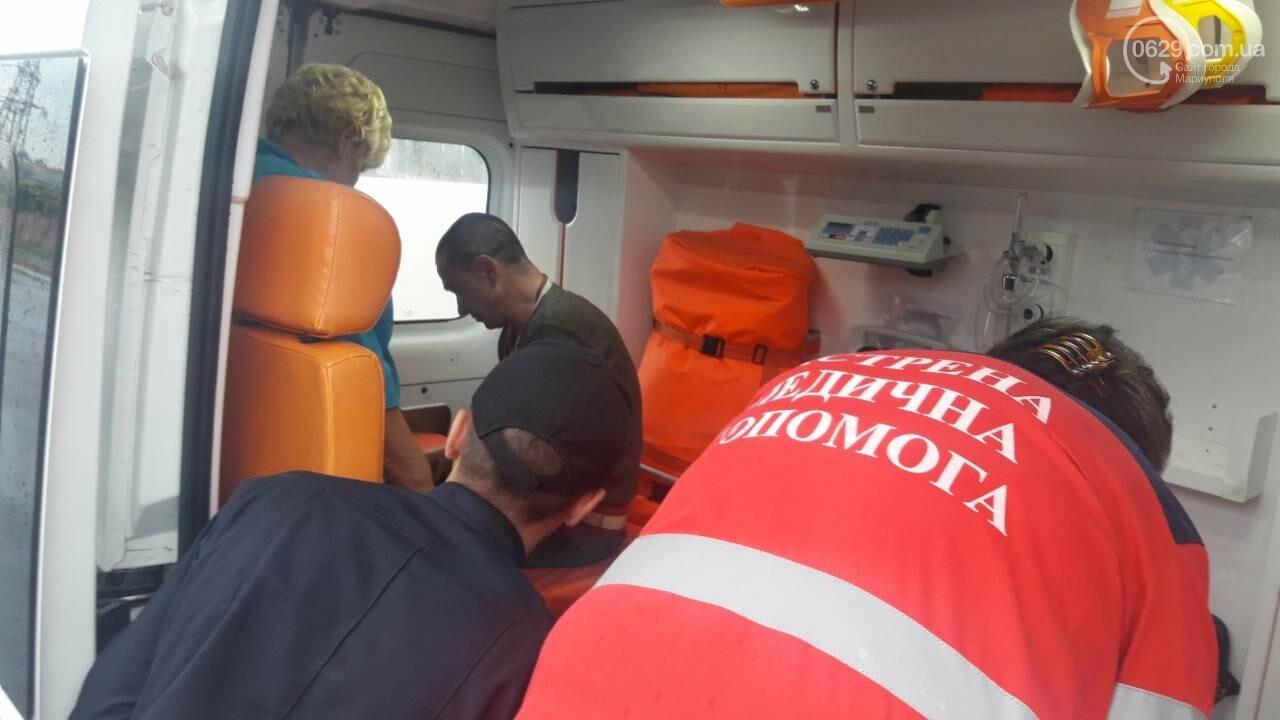 """В Мариуполе столкнулись """"Таврия"""" и """"Лада"""". Погибла женщина, три человека - в больнице, - ФОТО, ВИДЕО, 18+, фото-18"""