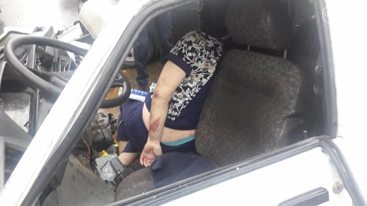 """В Мариуполе столкнулись """"Таврия"""" и """"Лада"""". Погибла женщина, три человека - в больнице, - ФОТО, ВИДЕО, 18+, фото-15"""