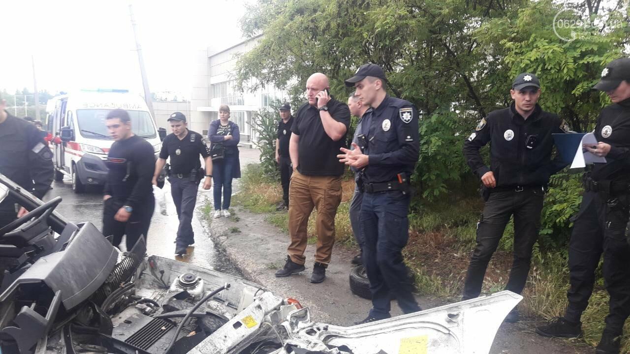 """В Мариуполе столкнулись """"Таврия"""" и """"Лада"""". Погибла женщина, три человека - в больнице, - ФОТО, ВИДЕО, 18+, фото-19"""
