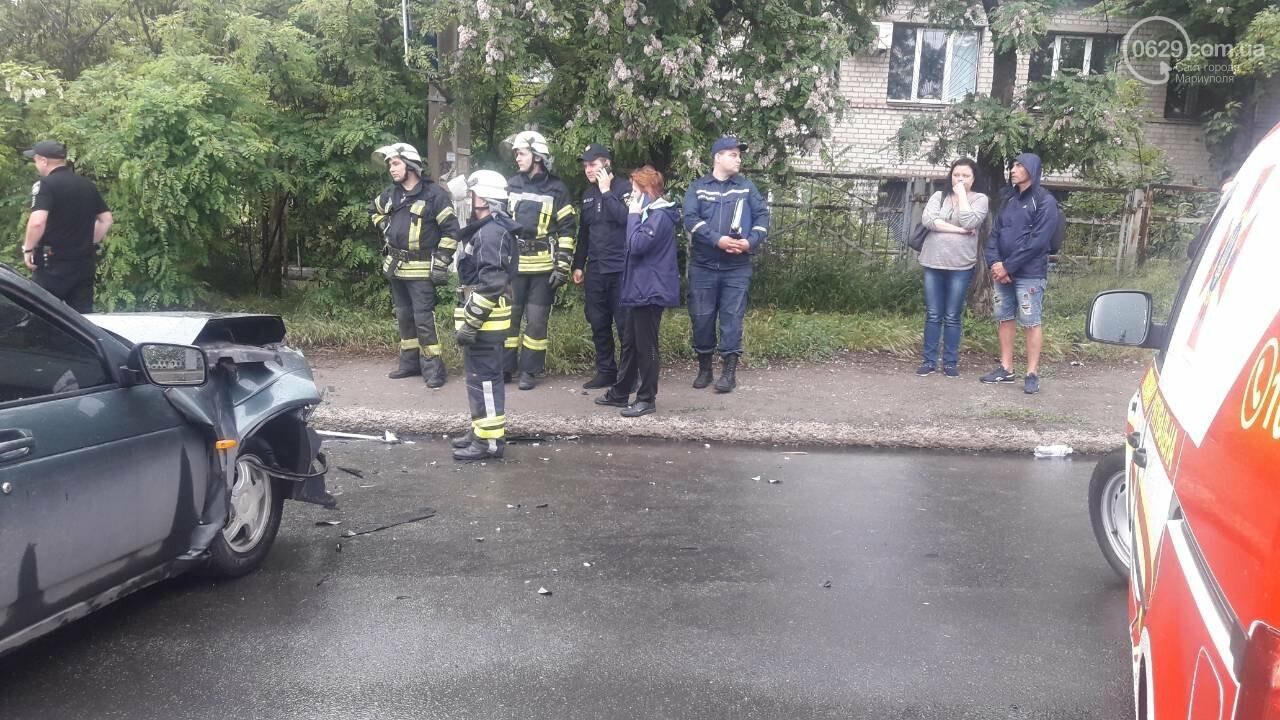 """В Мариуполе столкнулись """"Таврия"""" и """"Лада"""". Погибла женщина, три человека - в больнице, - ФОТО, ВИДЕО, 18+, фото-11"""