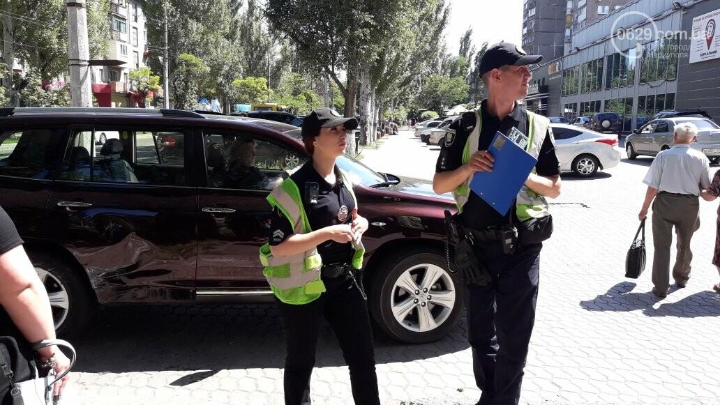 "В Мариуполе на выезде с парковки ""Таврию"" ударила ""Тойота"",- ФОТО, фото-2"