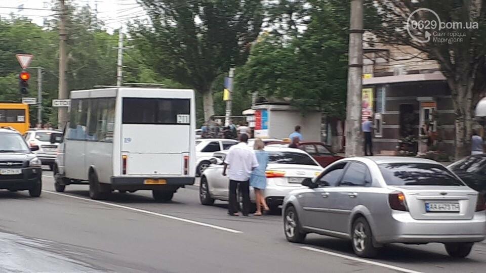 "В Мариуполе маршрутка врезалась в ""Ауди"", - ФОТО, ДОПОЛНЕНО, фото-6"