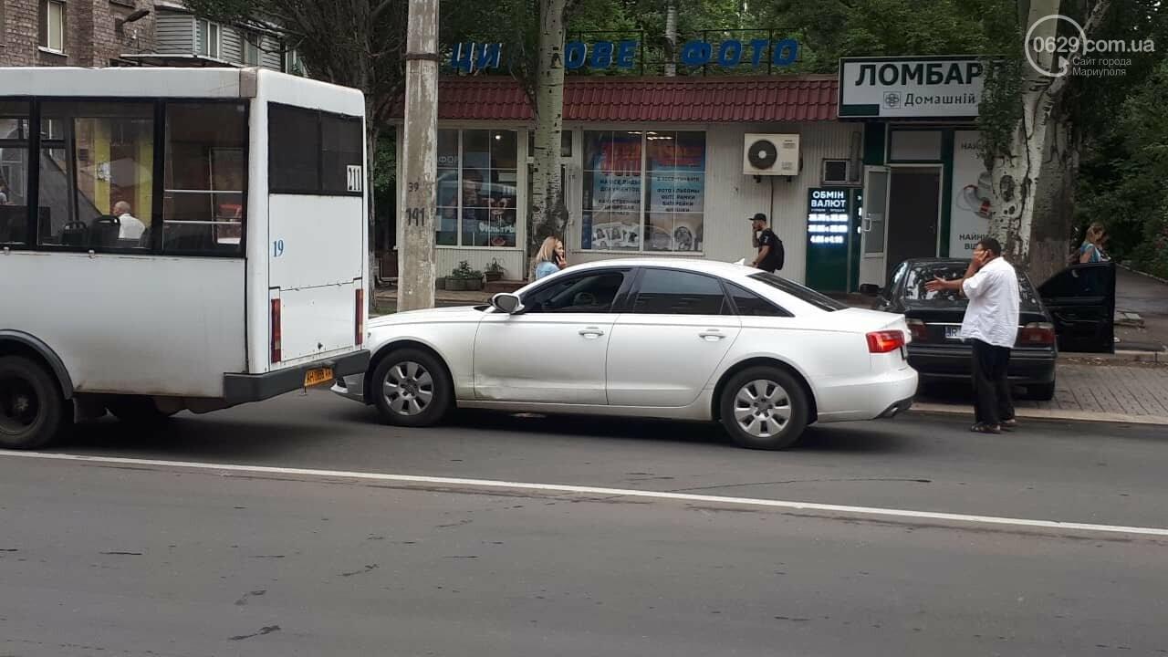 "В Мариуполе маршрутка врезалась в ""Ауди"", - ФОТО, ДОПОЛНЕНО, фото-1"