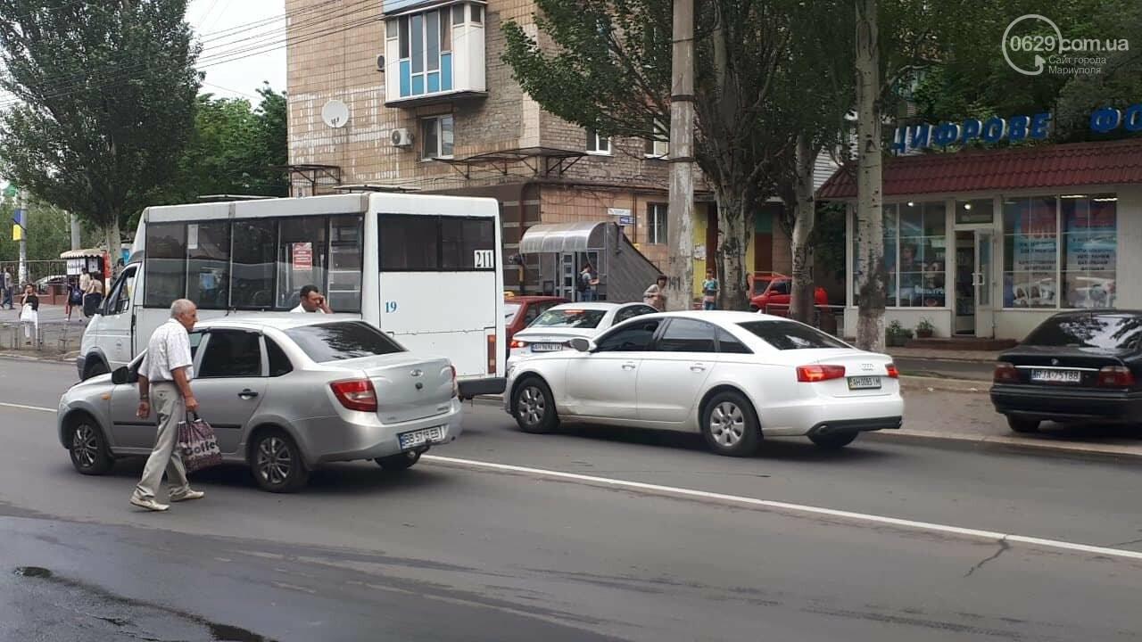 "В Мариуполе маршрутка врезалась в ""Ауди"", - ФОТО, ДОПОЛНЕНО, фото-2"