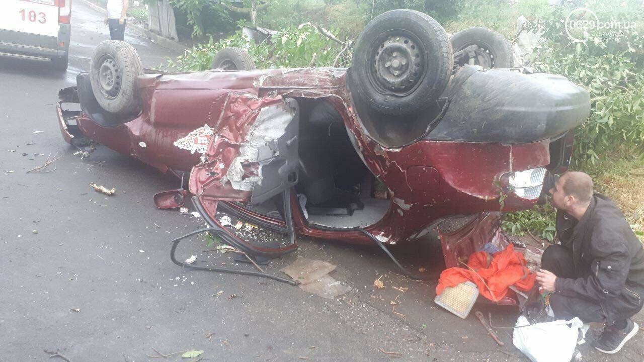 В Мариуполе в перевернутом такси пострадала москвичка,-ФОТО, фото-1