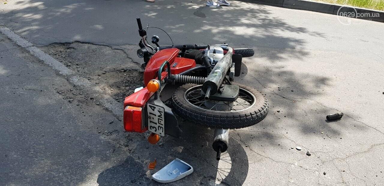 "В Мариуполе мотоцикл столкнулся со ""Шкодой"". Пострадал мужчина, - ФОТО, фото-3"