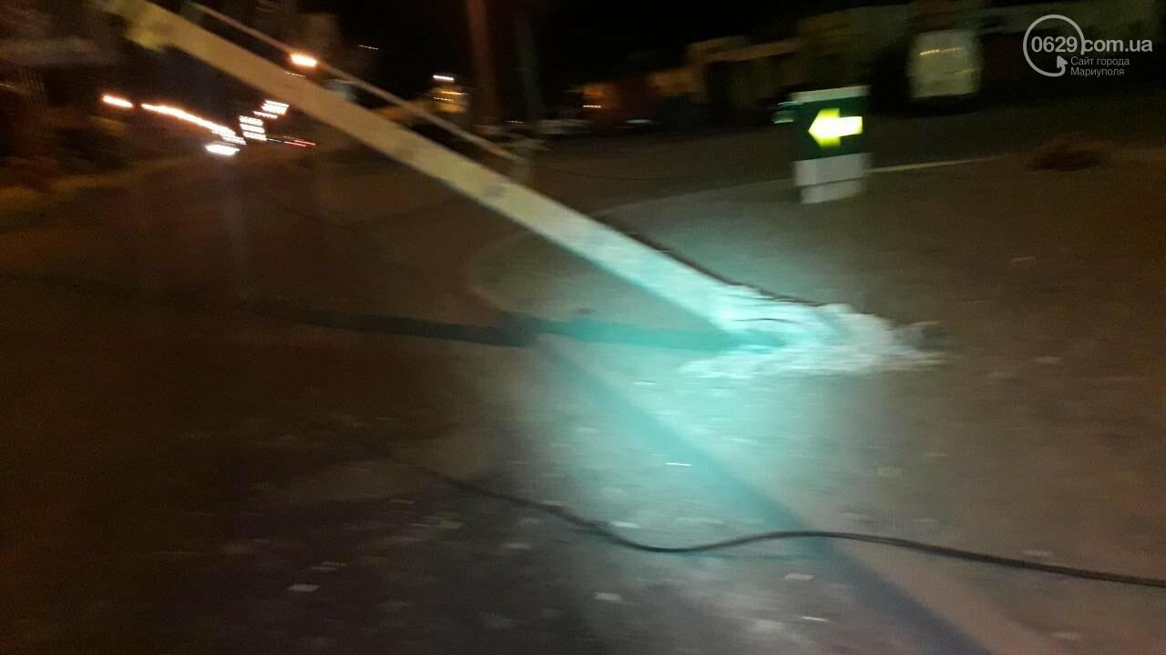 В Мариуполе троллейбус завалил столб на ул. Куприна, - ФОТО, фото-3