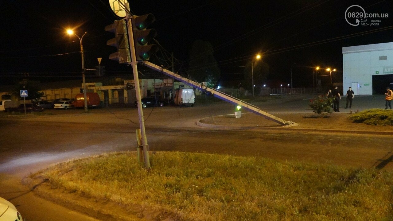 В Мариуполе троллейбус завалил столб на ул. Куприна, - ФОТО, фото-13