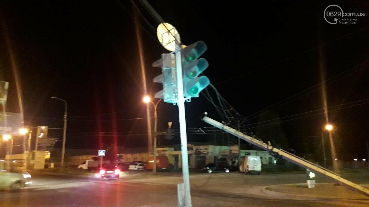 В Мариуполе троллейбус завалил столб на ул. Куприна, - ФОТО, фото-17