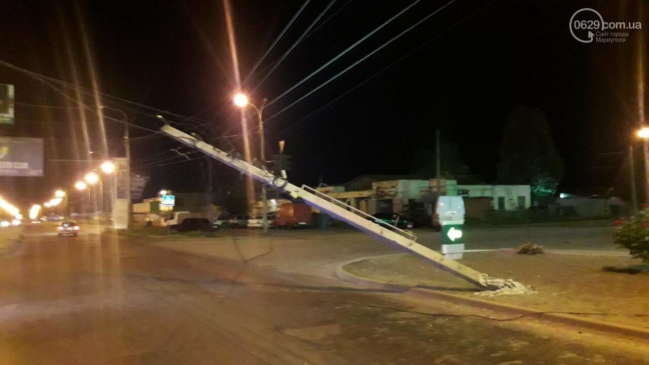 В Мариуполе троллейбус завалил столб на ул. Куприна, - ФОТО, фото-23
