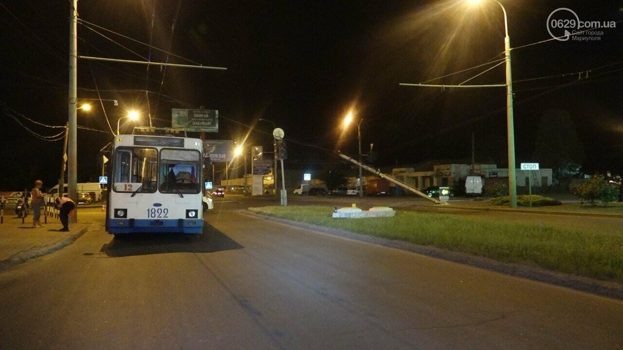 В Мариуполе троллейбус завалил столб на ул. Куприна, - ФОТО, фото-2