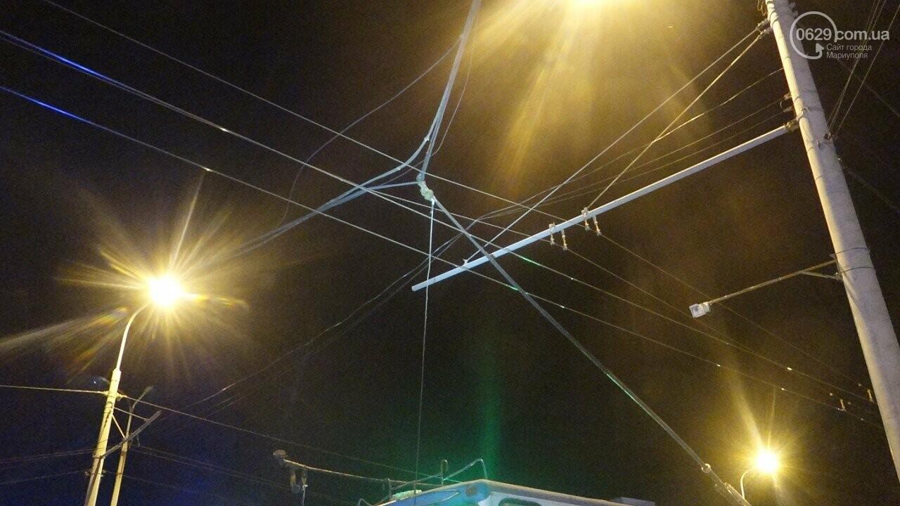 В Мариуполе троллейбус завалил столб на ул. Куприна, - ФОТО, фото-19