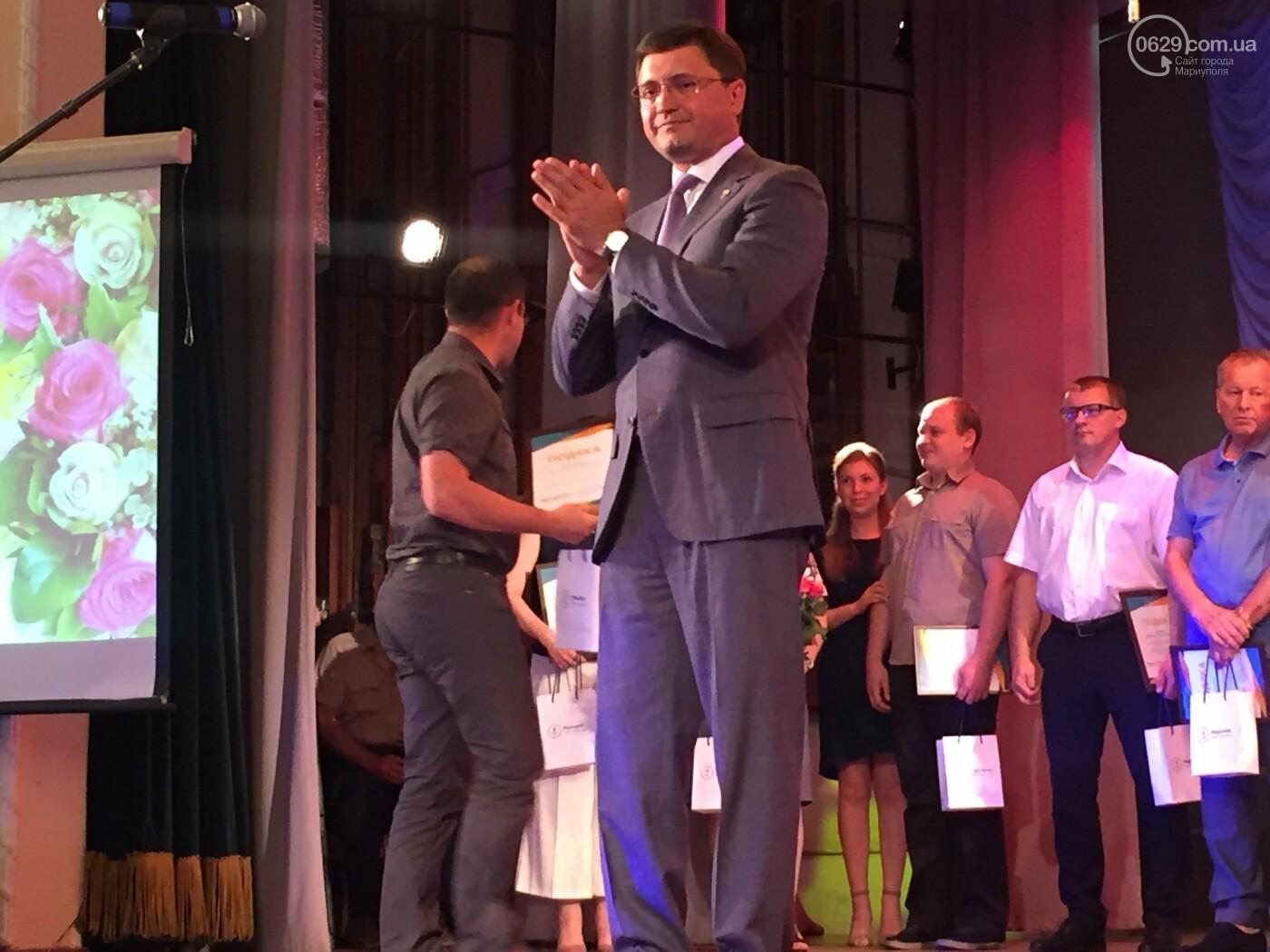В Мариуполе поздравили людей самой нужной и благородной профессии, -ФОТО, ВИДЕО, фото-9