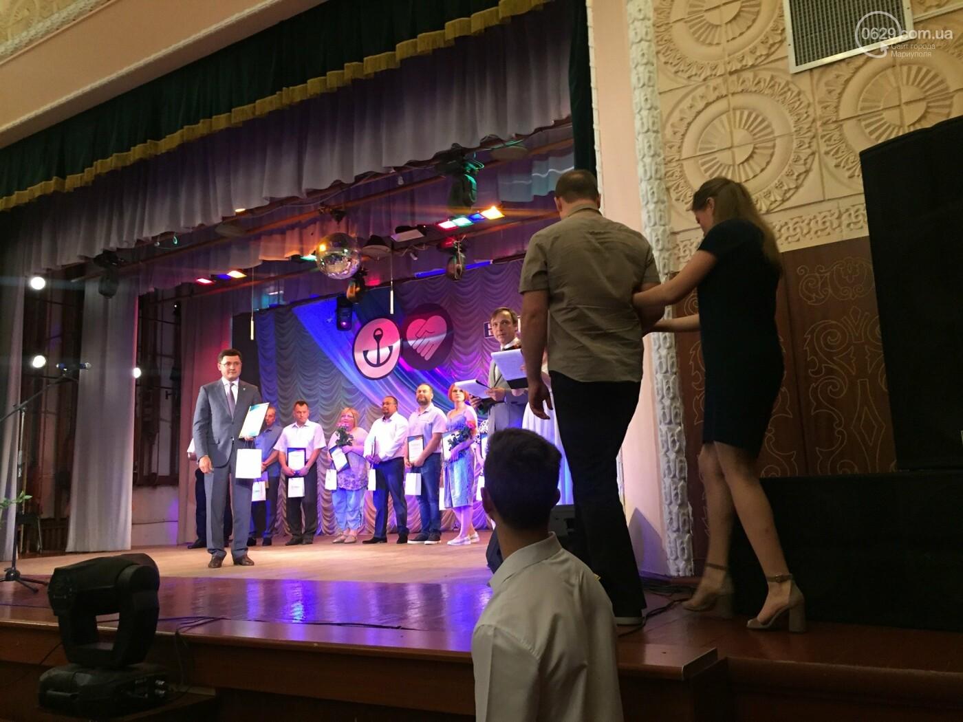 В Мариуполе поздравили людей самой нужной и благородной профессии, -ФОТО, ВИДЕО, фото-12