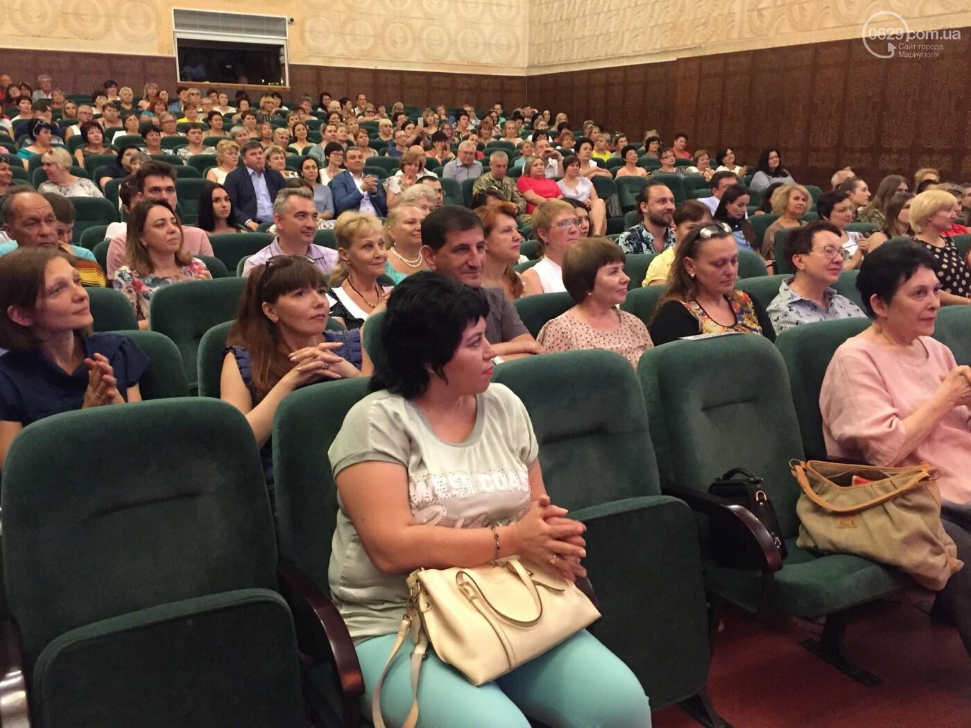 В Мариуполе поздравили людей самой нужной и благородной профессии, -ФОТО, ВИДЕО, фото-8