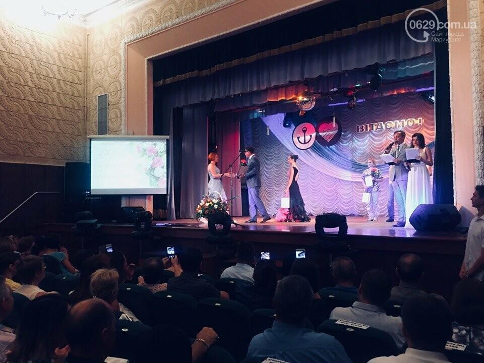В Мариуполе поздравили людей самой нужной и благородной профессии, -ФОТО, ВИДЕО, фото-13
