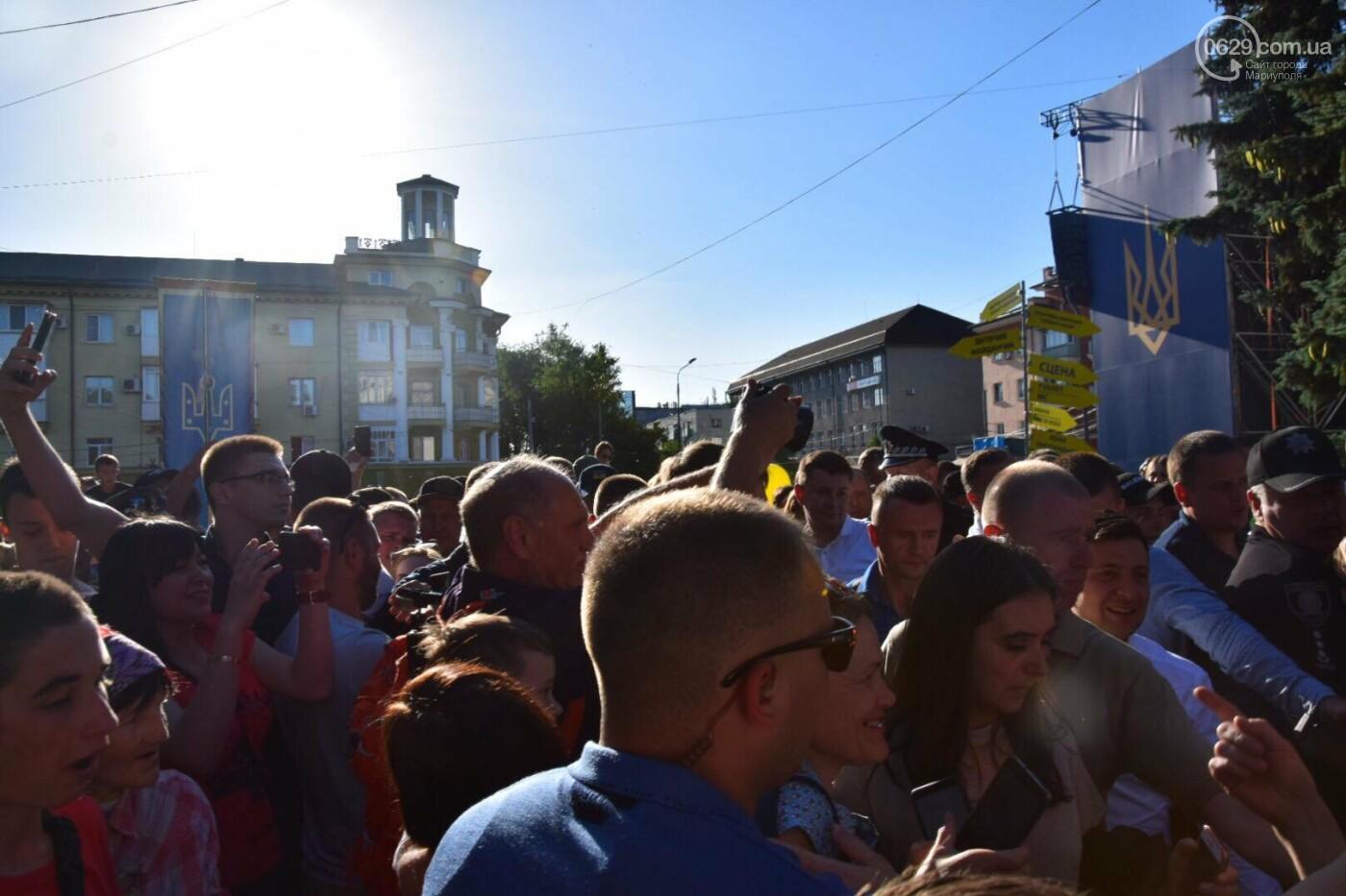 """Купание в фонтане, кукла за 700 гривен и первые обещания: чем закончилась """"охота"""" на Зеленского в Мариуполе, - ФОТО, ВИДЕО, фото-8"""