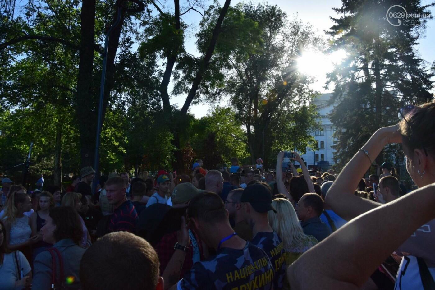 """Купание в фонтане, кукла за 700 гривен и первые обещания: чем закончилась """"охота"""" на Зеленского в Мариуполе, - ФОТО, ВИДЕО, фото-11"""