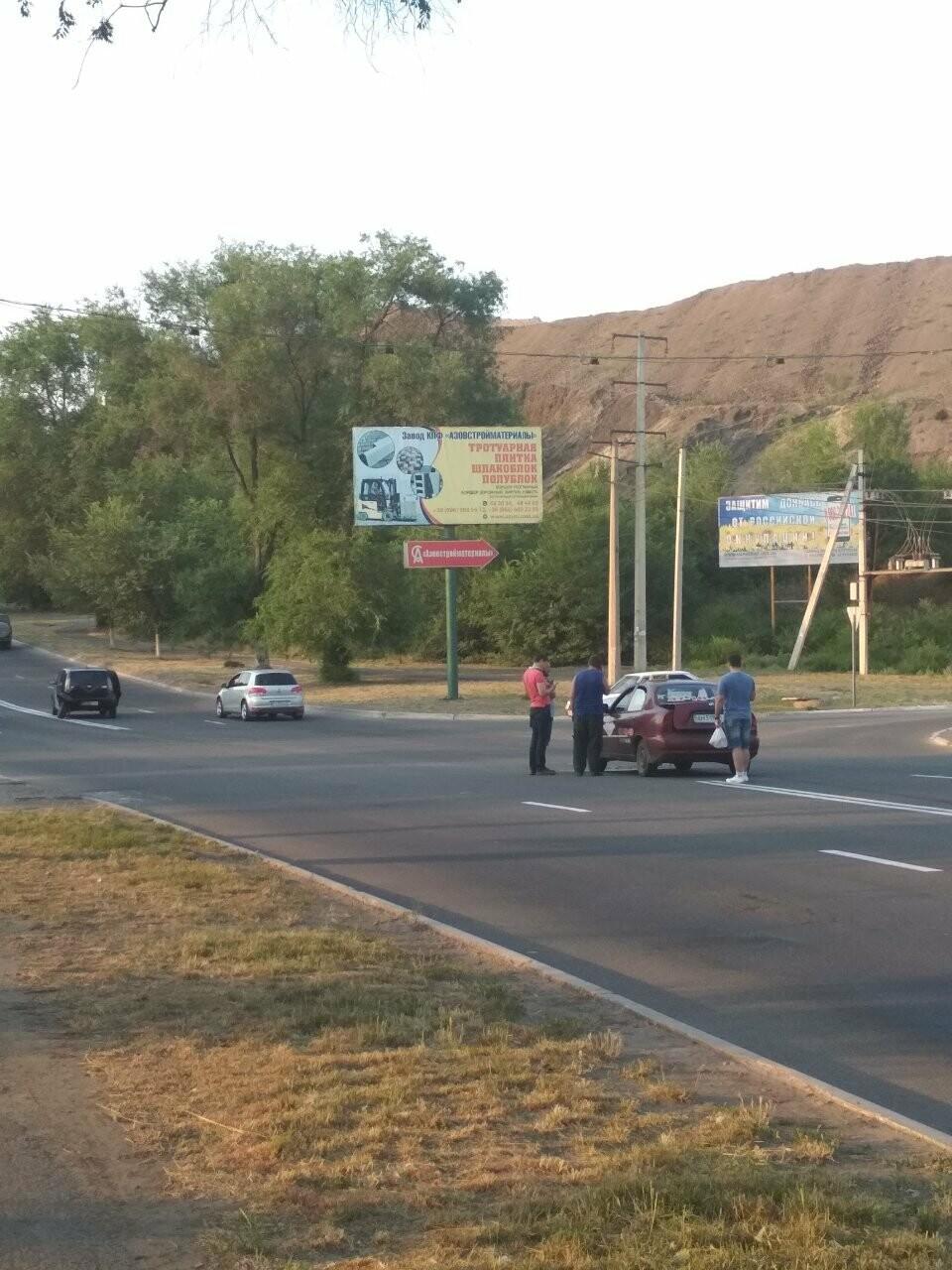 В Мариуполе иномарка столкнулась с такси, - ФОТО, фото-4