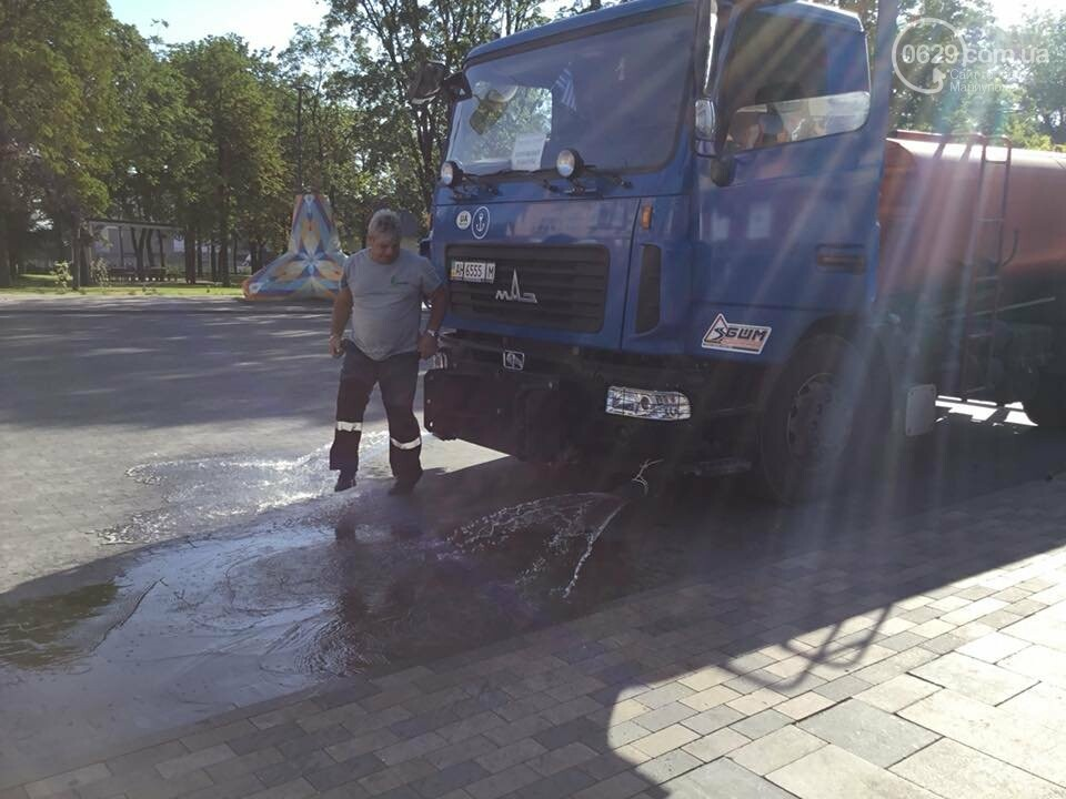 Жара. Стало известно, сколько воды ежедневно выливают на улицы Мариуполя, - ФОТО,ВИДЕО, фото-1