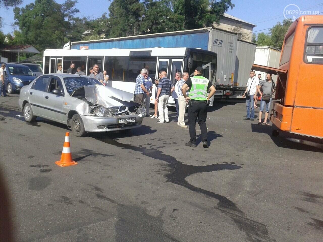 """В Мариуполе пьяный водитель """"Дэу"""" врезался в автобус, - ФОТО, фото-1"""