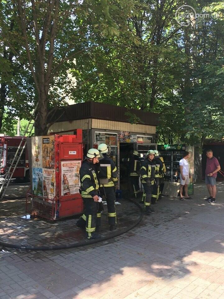 В центре Мариуполя горел сигаретный  киоск, - ФОТОФАКТ+ВИДЕО, фото-4